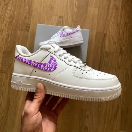 tritt-kunst custom sneakers custom-nike-air-force-purple-dior-swoosh