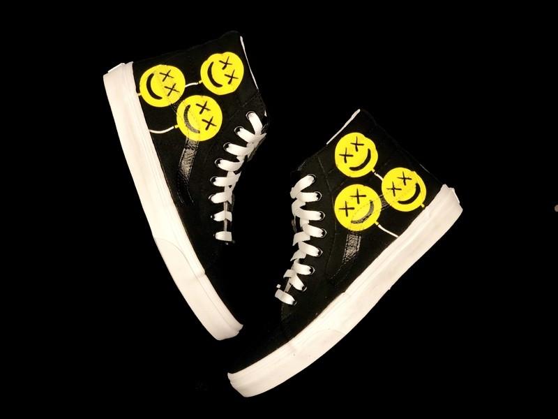 tritt-kunst Custom Sneaker custom sneaker vans happy kaws