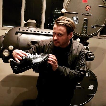 tritt-kunst custom sneakers